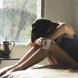 「母子家庭をバカにされて悔しい!」人を見下すひとの心理と、するりとかわす3つの対処法