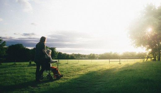 シングルマザーにおすすめの介護福祉士【無料】資格取得方法など資格保持者が解説
