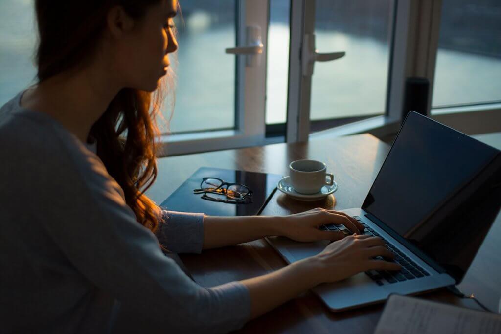 スキマ時間にかしこく副業で稼ぐ!母子家庭の副業「Webライター」でいくら稼げる?