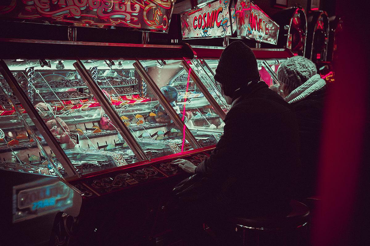 離婚原因は夫のギャンブル依存症と借金