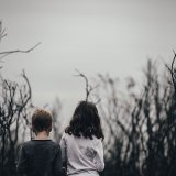 「問題児に育つ...?」貧困母子家庭の子供の悪い特徴・良い特徴