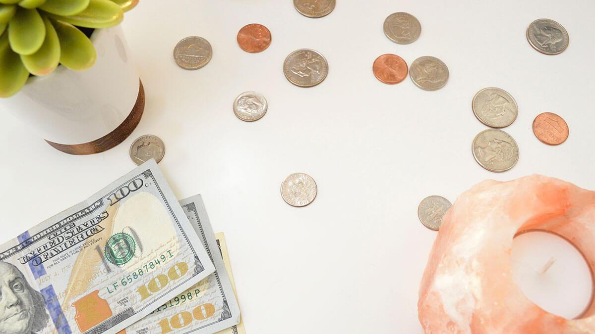 ダブルワークが必要なシングルマザーの経済状況